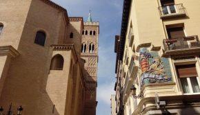 La Iglesia de San Gil y la antigua farmacia Rived vistas desde la calle Don Jaime I