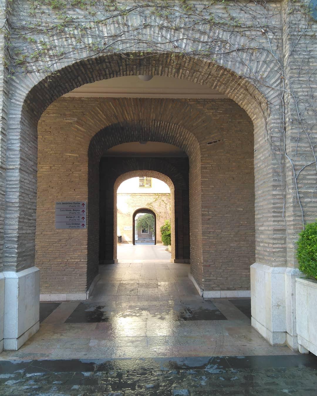 Patio abierto del Edificio Pignatelli, actual sede del Gobierno de Aragón