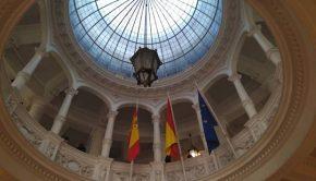 Cúpula acristalada del vestíbulo principal del colegio Joaquín Costa