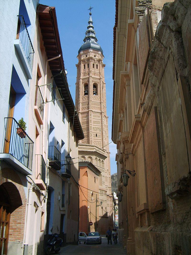 La Torre Mudéjar de Santa María de Calatayud fue construida siguiendo el modelo y ejemplo de la Torre Nueva de Zaragoza