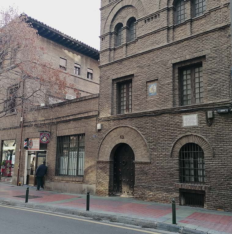 Vista de la Casa de Juan Moneva y Puyol desde la Calle Sanclemente
