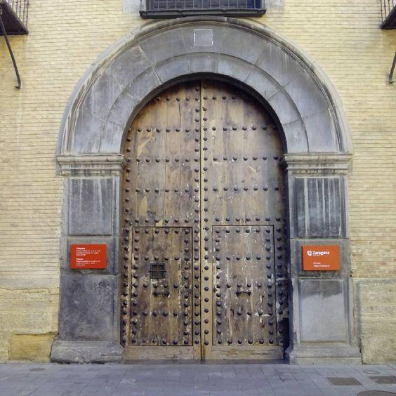 Acceso al Museo Pablo Gargallo
