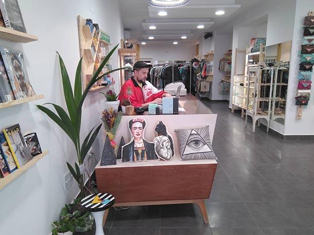 Shuave Shop en la calle Méndez Núñez