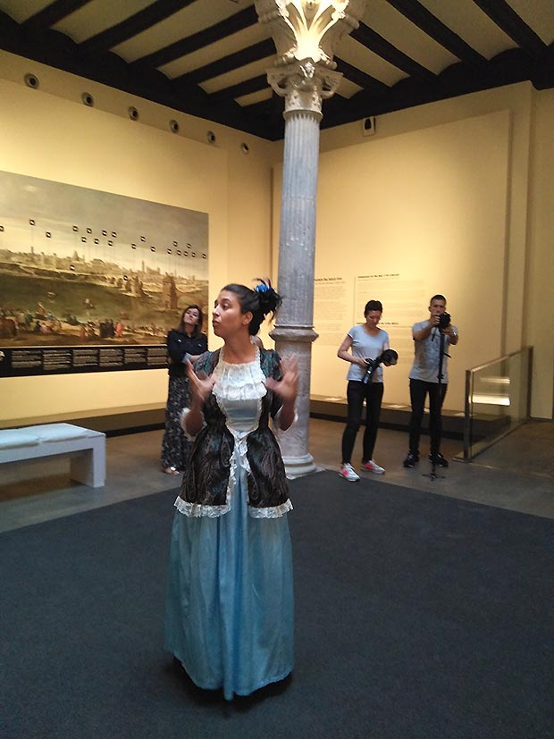 Nos recibó en el hall del museo María Teresa de Vallabriga y Rozas, condesa de Chinchón (Zaragoza, 6 de noviembre de 1759 - 26 de febrero de 1820), aristócrata española, mujer del infante Don Luis de Borbón y suegra de Manuel Godoy.