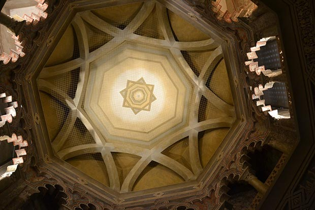 Techo del Mihrab de la Aljafería, la mezquita u oratorio privado del rey musulmán y su corte