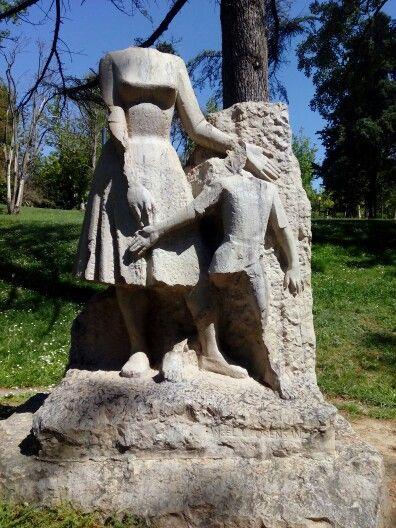 Monumento a la Madre de Ángel Orensanz en el Parque Grande José Labordeta