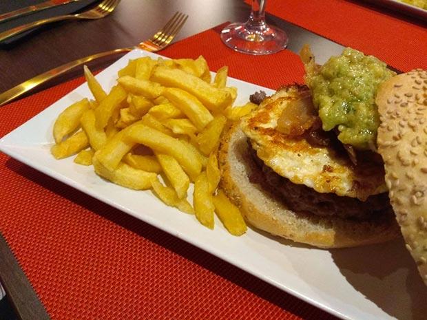 Hamburguesa del The Bronson Infierno's Grill