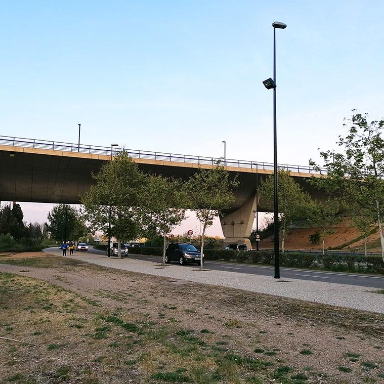 Vista del acueducto puente construido en 2003 desde el Tercer Cinturón o Ronda Hispanidad