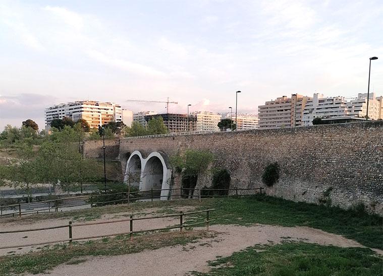 acueducto que ramon pignatelli construyó en 1790 para que el canal imperial superara el barranco de la muerta