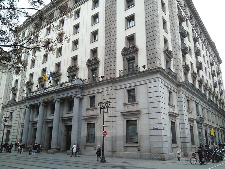 Edificio del antiguo Banco de Aragón visto desde el Coso