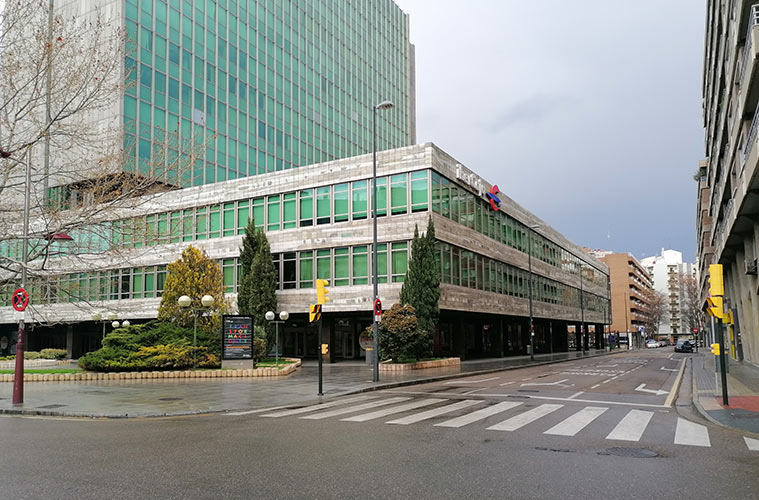 Vista del Edificio Ibercaja desde la Calle San Ignacio de Loyola