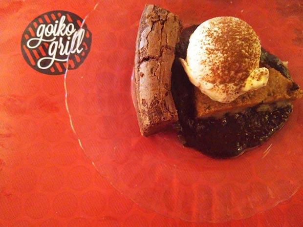 """Entre los postres (caseros y absolutamente recomendables) destaca """"El Mago Coffee Shake"""", un delicioso batido de café semifrío con helado de vainilla y nata montada y una excelente selección de bizcochos y tartas."""