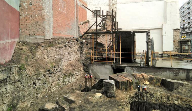 Vestigios de la muralla romana en el solar de Las Piedras del Coso