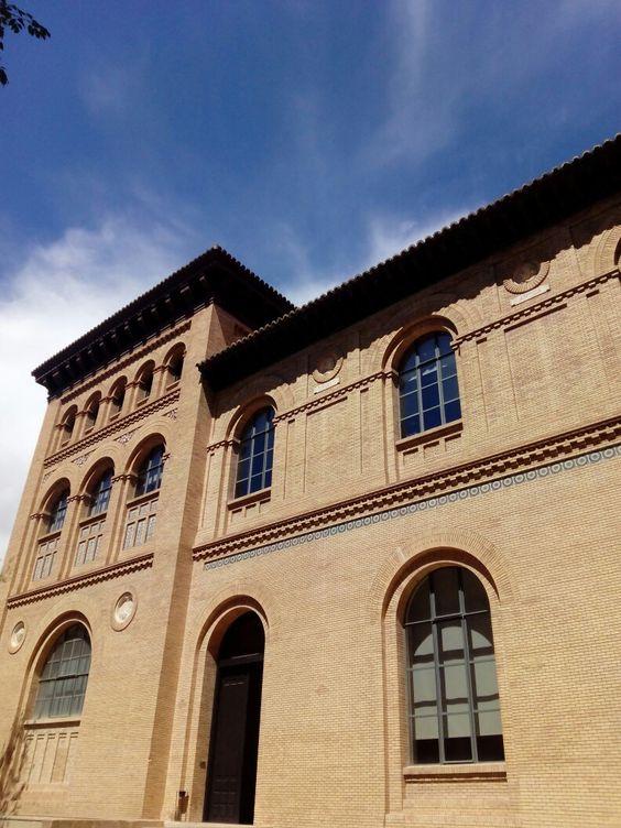 Vista del Paraninfo (Antigua Facultad de Medicina y Ciencias) desde la Gran Vía