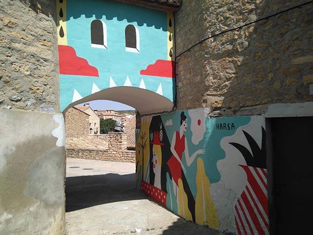 Intervención de Arantxa Recio en el Arco de San Roque de Fuendetodos