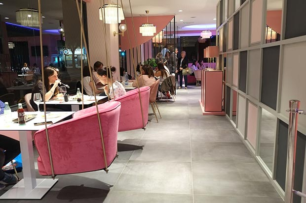 Interior del comedor del Miss Sushi Gomez Laguna
