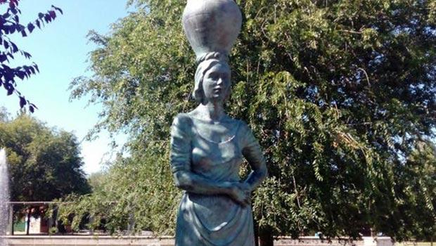 Monumento a las Aguadoras de Isabel Queralt