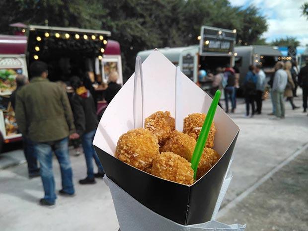 Palomitas de pollo en el Ebro Food, el III Festival Food Trucks de Zaragoza