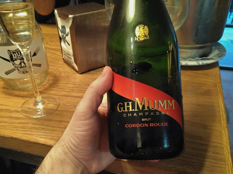 champagne mumm en el bula tapas