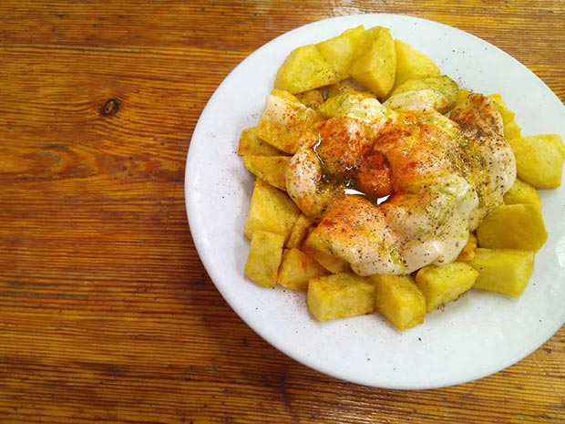 patatas bravas en la bocateria london