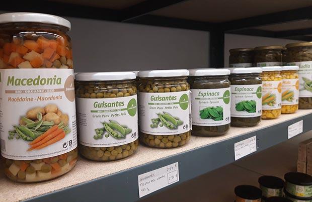 Conservas en A Vecinal, el primer supermercado cooperativo y participativo de Zaragoza