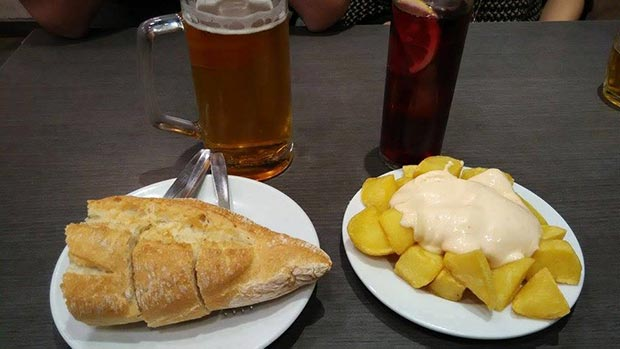 Bar Montesol patatas bravas y bocadillo