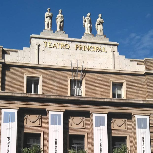 Alegorías de las Musas en la fachada del Teatro Principal