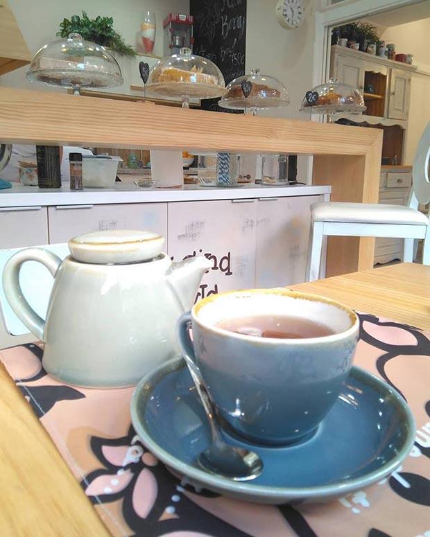 En La Cocina de Keyla eliges la taza que más te guste para hacer tu propio café o té