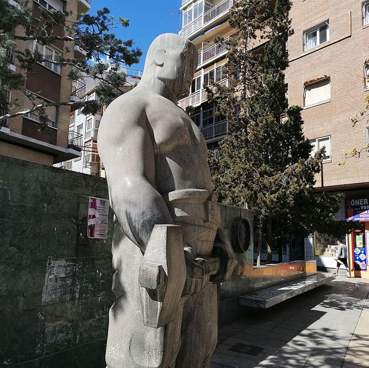 Monumento al Cantero en Zaragoza
