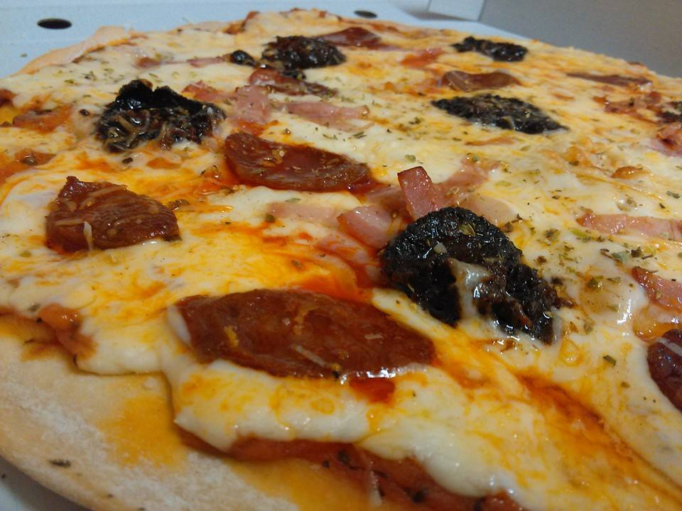 Pizza Negra Escultor Félix Burriel