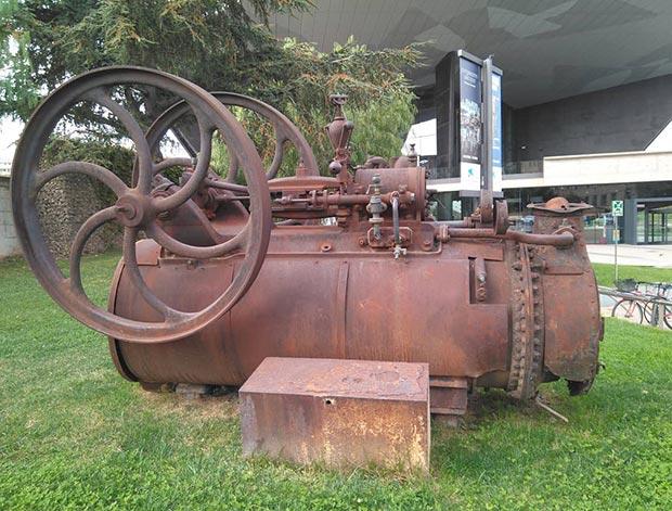 Una de las primeras locomotoras que llego a Zaragoza