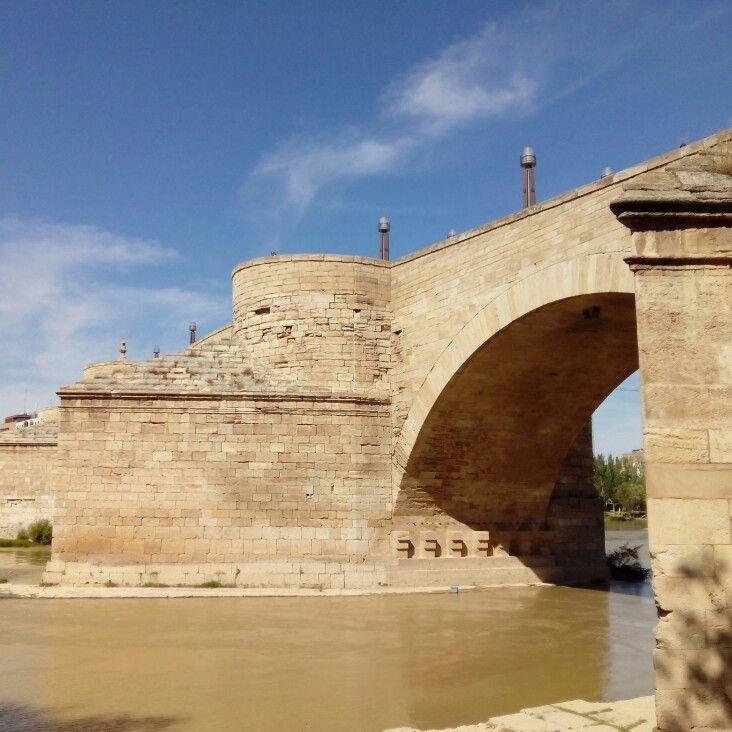Vista desde el Puente de Piedra desde el Río Ebro