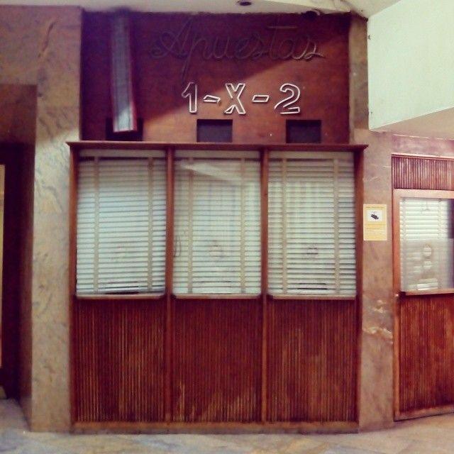 antiguo quiosco de loterias en el pasaje palafox de zaragoza