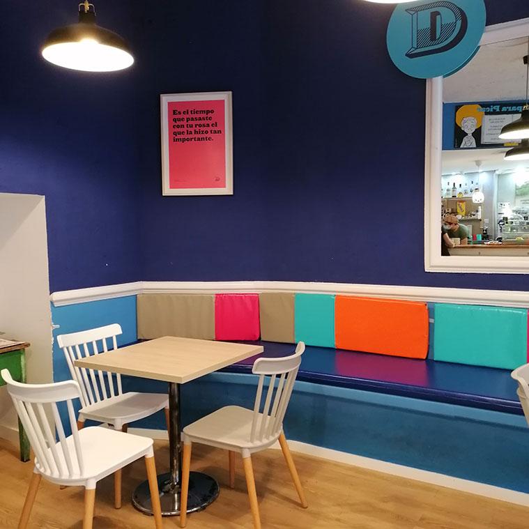interior de la cafeteria con encanto Didola
