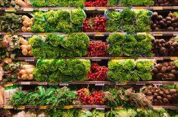 comida fresca en el supermercado chino de la calle marcial