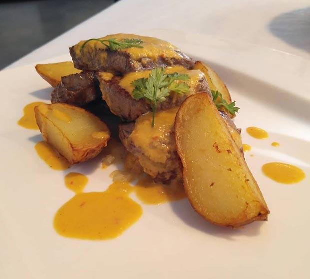 lomo de entrecotte con patatas palco y chimichurri