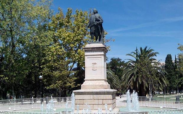 monumento a ramon pignatelli en zaragoza
