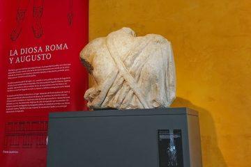 Escultura de la diosa Roma en el Museo del Teatro de Caesaraugusta en Zaragoza