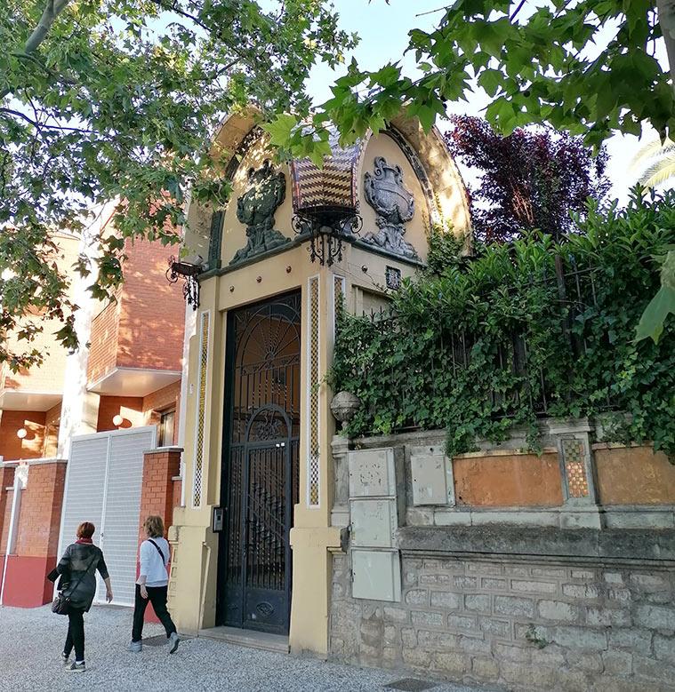 Templete de acceso a Villa Clara, en el número 37 del Paseo Ruiseñores