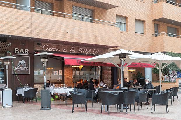 Terraza del asador La Garnacha