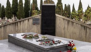 Tumba del Tenor Miguel Fleta en el Cementerio de Torrero (Foto: Turol Jones, un artista de... bajo lic. CC BY 2.0)