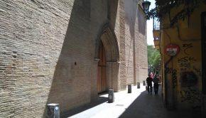 Vista de la iglesia de la Magdalena desde la calle Mayor
