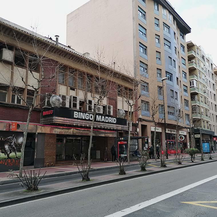 En 1955 se inauguró en el número 115 el Cine Madrid.En 1984 fue clausurado como local de proyección, comenzando a funcionar como bingo poco tiempo después.