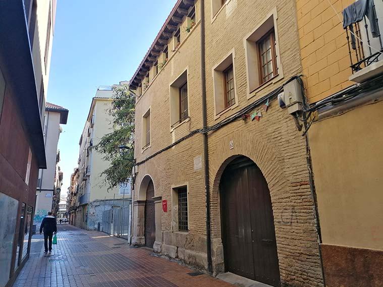 arquitectura de los edificios de la calle las armas