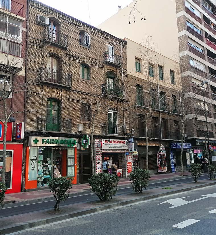 dos de las pocas edificaciones dedinales del siglo XIX que se conservan en la Avenida Madrid