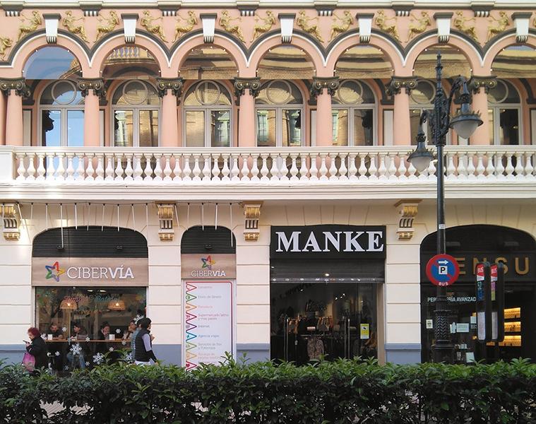 Edificio de estilo clasicista en la Calle Conde de Aranda
