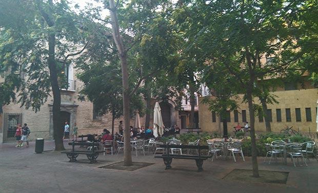 terrazas en la plaza de la santa cruz de zaragoza