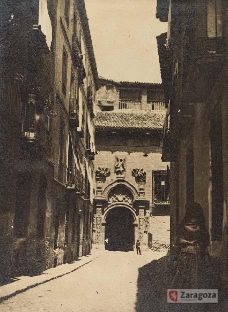 El Palacio Domingo Salabert (en la imagen) se construyó sobre la Casa del Talmud de la Judería de Zaragoza, el edificio de enseñanza religiosa judía anexo a la Sinagoga principal de la ciudad