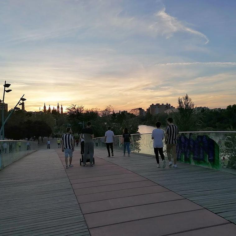 Pasarela peatonal sobre el río Huerva