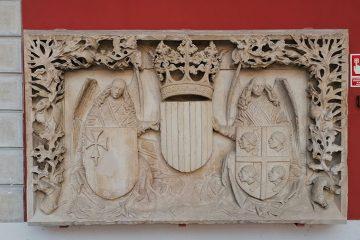 Escudos del antiguo edificio que la Diputación General del Reino de Aragón